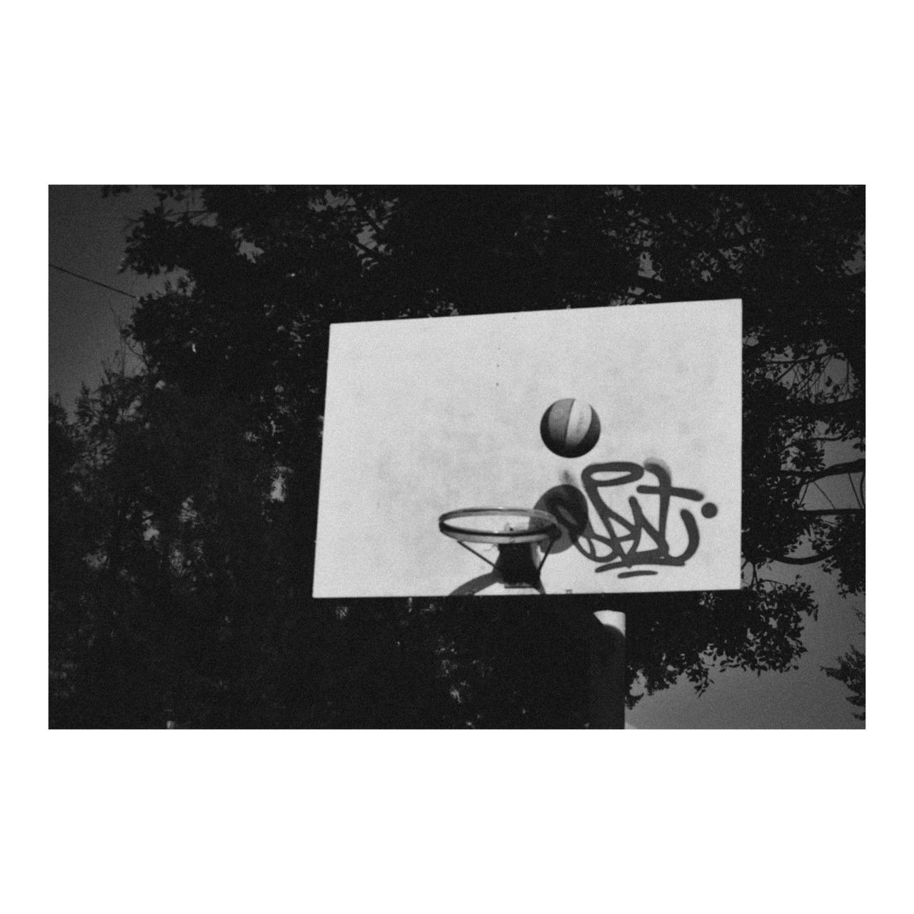 Imagen en blanco y negro  Descripción generada automáticamente con confianza media